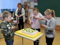 008 Alla koolitab Sindi noori tordi valmistajaid. Foto: Urmas Saard