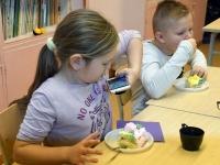 011 Alla koolitab Sindi noori tordi valmistajaid. Foto: Urmas Saard