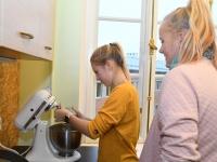 016 Alla koolitab Sindi noori tordi valmistajaid. Foto: Urmas Saard