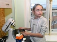 029 Alla koolitab Sindi noori tordi valmistajaid. Foto: Urmas Saard