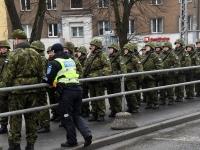 002 Eesti Vabariigi 101. aastapäeva paraad. Foto: Urmas Saard