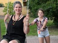002 Erika Mitt ja Mathilda Mitt Viljandi folgil.  Foto: Urmas Saard