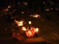 009 Jõuluõhtul Pärnu Metsakalmistul. Foto: Urmas Saard