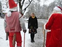 001 Jõulutaat Olle ja päkapikk Jan Vohnja Lasteaed-Algkoolis Foto Urmas Saard