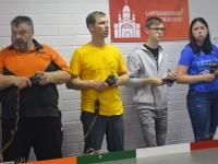001 Eesti võistlejad raja ääres. Paremalt: Karmen, Andy, Margus ja Einar Viira. Foto: Johannes Mets
