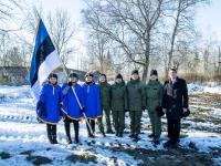 002 Kodutütardele annetatud Eesti lipu õnnistamine. Pressifoto