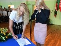 008 Koolirahu lepingu sõlmimine Sindi gümnaasiumis. Foto: Urmas Saard