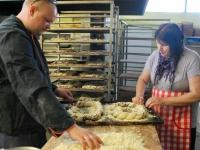 012 Krulli kohvik küpsetab Sindi laadapäevaks. Foto: Urmas Saard