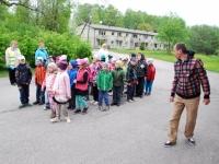 Mart Nõmm õpetab Sindi lasteaia lastele pöördeid
