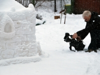 007  Lumest rajatis Sindis, Raudtee tänava tagaõuel. Foto: Urmas Saard