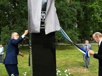 013 Mälestusmärk Sindis Kirikupargi servas. Foto: Urmas Saard