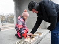 001 Märtsiküüditamise 69. mälestuspäeval Pärnus. Foto: Urmas Saard