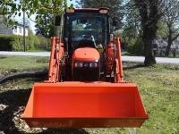 006 Multifunktsionaalne uus traktor Sindis. Foto: Urmas Saard