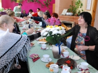 006 Naistepäev Sindi sotsiaaltöökeskuses. Foto: Urmas Saard