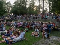 Publik Laura Põldvere ja Kusti Lemba kontserdil Ravila pargis. Foto: Endel Apsalon
