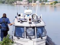 002 Noore naise otsingud Pärnu Kesklinna silla lähedal. Foto: Urmas Saard