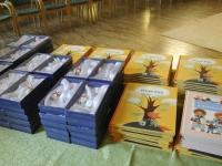 002 Kingituseks raamat Pisike puu. Foto: Riina Mägi