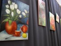 001 Olga Belash-Karasjova maalid Sindi seltsimajas. Foto: Urmas Saard
