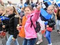 006 Pärnu linn XII noorte laulupeo rongkäigus. Foto: Urmas Saard