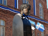 006 Pärnu sümbolkujud sinimustvalgeks. Foto: Urmas Saard