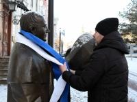 010 Pärnu sümbolkujud sinimustvalgeks. Foto: Urmas Saard