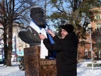 014 Pärnu sümbolkujud sinimustvalgeks. Foto: Urmas Saard