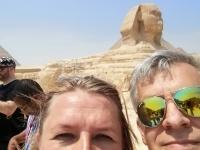 005 Piia Karro-Selg ja Mikko Selg Giza püramiidide juures. Foto: selfie