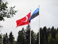 004 Türgi ja Eesti lipud Pärnumaal Jõesuu Siidri- ja Veinitalus. Foto: Urmas Saard