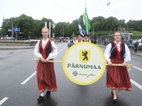001 Pärnumaalased XII noorte laulupeo rongkäigus. Foto: Urmas Saard