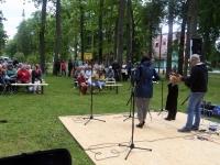 005 Perebänd Rannarada Kiriku pargis. Foto: Urmas Saard