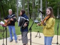006 Perebänd Rannarada Kiriku pargis. Foto: Urmas Saard