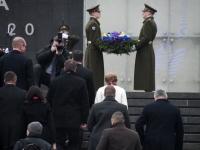 015 President Zelenskõi asetab pärja Vabadussõja võidusambale. Foto: Urmas Saard