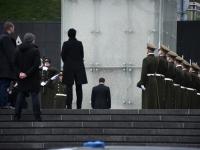 016 President Zelenskõi asetab pärja Vabadussõja võidusambale. Foto: Urmas Saard