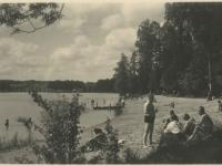 003 Pühajärve ranna suvitajad 1939. aastal. Foto: Eesti Ajalooarhiiv