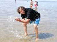 017 Rait Pärg tähistab oma juubelit Pärnu rannas skulptuuride valmistamisega. Foto: Urmas Saard