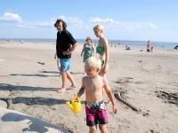 010 Rait Pärg juubelipäeval Pärnu rannas liivaskulptuuride keskel. Foto Urmas Saard