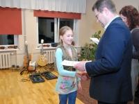 003 Sindi linnavalitsus tänab muusikakooli. Foto: Urmas Saard
