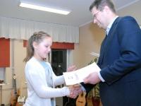 004 Sindi linnavalitsus tänab muusikakooli. Foto: Urmas Saard