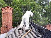 005 Sindi muuseumi katuse tõrvamine. Foto: Urmas Saard