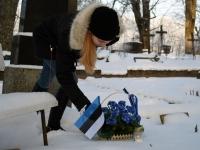 006 Sindi noored Vabadussõja kangelase Viktor Araki kalmul. Foto: Urmas Saard
