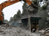 011 Sindis, Pärnu mnt 26 hoone lammutamine. Foto: Urmas Saard