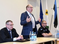 002 Siseministriga kohtumine Pärnu riigimajas. Foto Urmas Saard