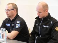 004 Kaido Kõplas, Andro Oviir. Siseministriga kohtumine Pärnu riigimajas. Foto Urmas Saard