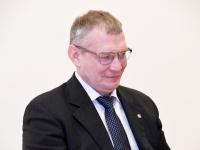 009 Mark Majorov. Siseministriga kohtumine Pärnu riigimajas. Foto Urmas Saard