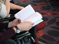 012 Tauno Jürgenstein oma esimese raamatu esmaesitlusel. Foto: Urmas Saard