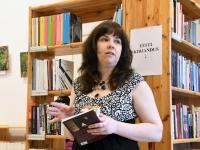 001 Triin Lillemetsa näituse avamine Sindi linnaraamatukogus. Foto: Urmas Saard