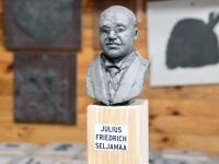 002 Ülo Kirdi kutsel ateljees, kus valmib Seljamaa büst. Foto: Urma Saard