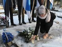 006 Vabadussõja 100. aastapäeva hommikul Sindi Vanal kalmistul. Foto: Urmas Saard
