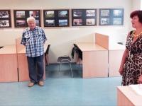 Johannes Haav ja Jõgeva linnaraaamatukogu direktori asetäitja Ene Sööt. Foto: Jõgeva linnaraamatukogu facebokilehelt