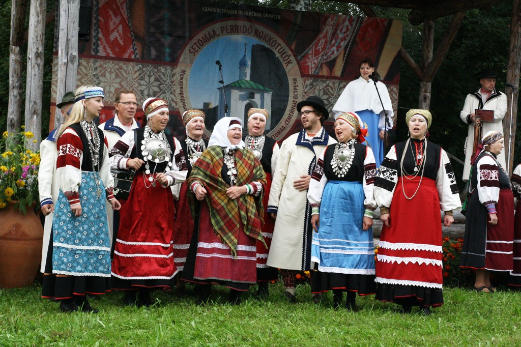 Äärealade pärimust tutvustav seto ansambel Sorrõseto esineb lisaks peakontsertdele ka Pärnu Vanakooli keskuses reedel, 18. oktoobril kell 18.00. Foto erakogust